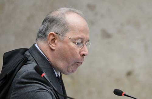 Ministro Celso de Mello � fotografado durante sess�o que julga os recursos do mensal�o, no Supremo Tribunal Federal   (Monique Renne/CB/D.A Press)